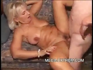 Randy granny slut gets her pussy eaten and fucks good