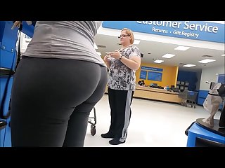 Huge latina bubble butt in tight Leggings Candid