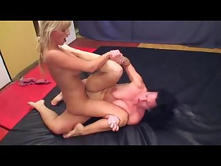 Burnig hot lesbian tibbing and catfight