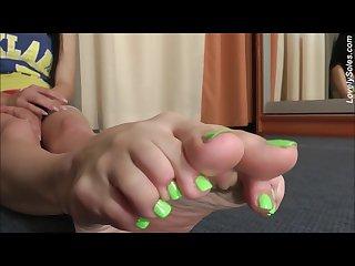Sexy feet toe curl