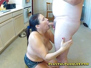 Playful puddles blows the neighbor for a nice facial