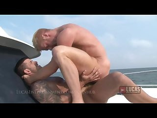 Hung jock fucks blonde bottom on boat