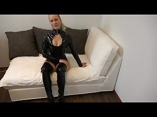 Blondehexe mega cumshot nach geilem latex fick
