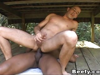 Hot gay muscle dude get butt fucking under the sun