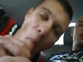 Motosiclista mamando verga