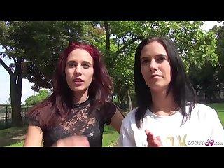 German scout echte zwillinge zusammen im dreier gefickt bei casting
