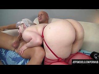 Platinum bolnde plumper gets her pussy hammered