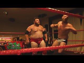 Musclechub wrestler gets pantsed