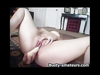 Sexy jennifer toying her shaved pussy