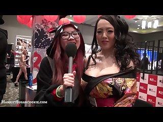 Jav pornstar hitomi tanaka reunites with harriet sugarcookie at avn 2016