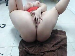 Fat girl masturbating on cam