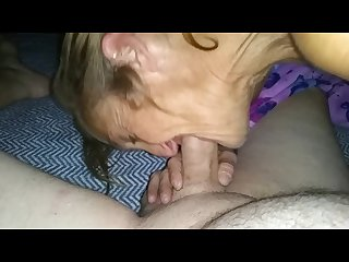 Mature cougar gives amazing blowjob