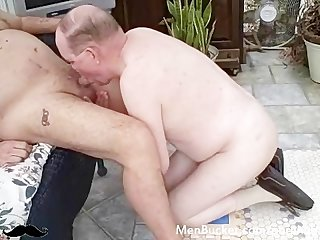 Amateur older men give better head