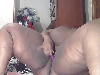 Bbwshadexxx fucking pussy and squirting