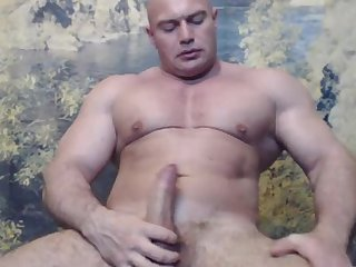 Romanian bodybuilder cums on cam big load