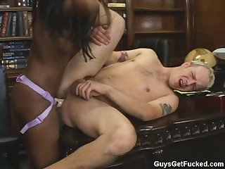 Ebony strapon fucks guy