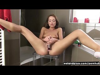 Sophie lynx squirting pee for the first time