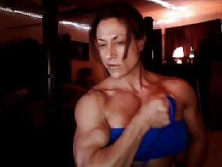 Lisa sexy biceps