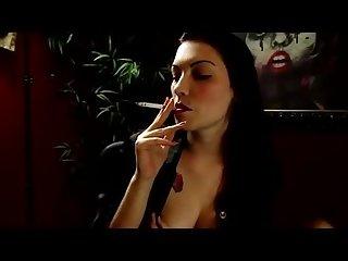 Cigarette poseur