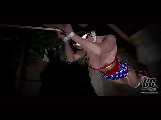 Mujer maravilla suspension bondage