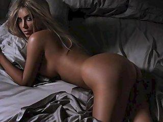 Kim Kardashian Topless: http://ow.ly/SqHxI
