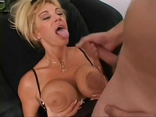 Cougar amateur in hotel from naughty4you com