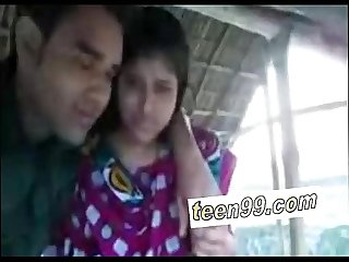 Indian village girl kissing boyfriend in outdoor scandal - www.teen99.com