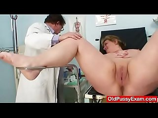 Well-endowed gran Vilma old pussy deep inspection