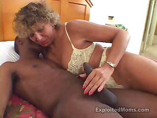 Secretary mom does her 1st amateur porn in big black cock interracial video