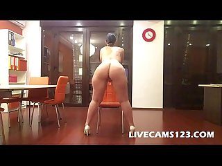 Chubby Girl nude catwalk and twerking on webcam - livecams123.com