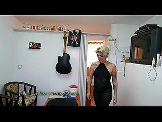Alinamodelista sexy blonde dance