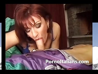 Milf rossa dalla figa pelosa fa pompini - Milf red with hairy pussy does blowjob
