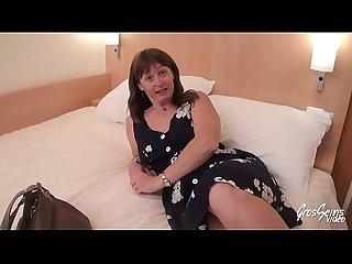 Sylvie Milf gros seins suce son chef