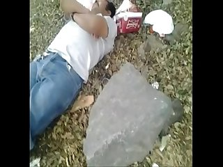 Mamandosela a borracho en la calle