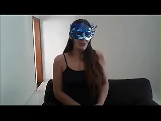 Raquel exibida vende suas calcinhas usadas para os homens de todo o Brasil..