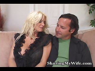 Sexy cougar begs for young cock