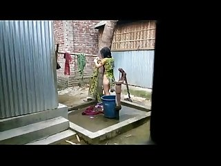Desi girl bathing outdoor for full video http zipvale com ffnn