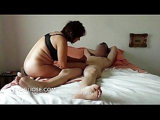 Mamma italiana troia spompina E scopa con l amico del figlio