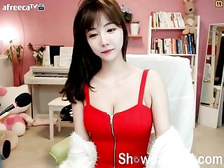 Super cute korean teen girl dance on webcam - online at showcamgirl.com