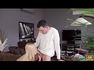 Daddy4k period chico somnoliento no vio que su padre se foll A su novia