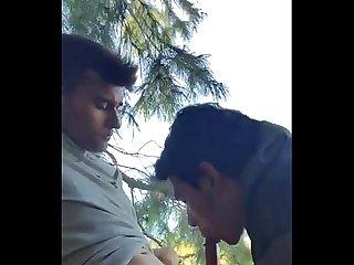 Chupando o amigo