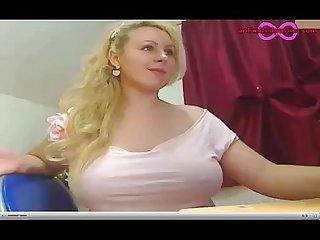 Blonde cam amateur emboleyn4u puts her dildo deeep in her pussy