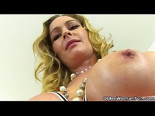 English milf Elegant Eve exposes her eager fanny