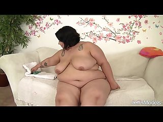 Cute and Chubby Mia Riley masturbates