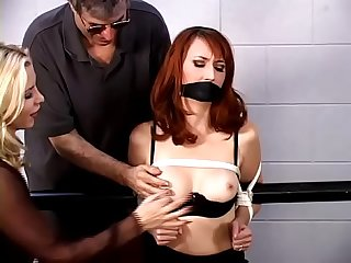 Kendra James boundcomma gaggedcomma gefoltert in ein dungeon