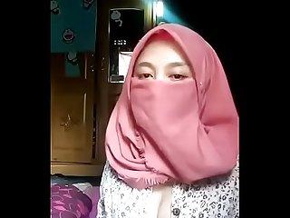 Pinky hijab dengan tetek besar