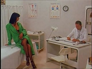 Hot venere bianca in sexy lingerie fucked in a doctor s visit
