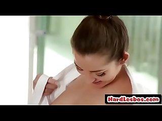 Dani Daniels & Sara Luvv - babes Lésbicas tomar um banheira