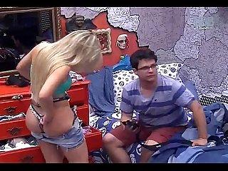 Fernanda Bbb 13 mostrando a Bunda