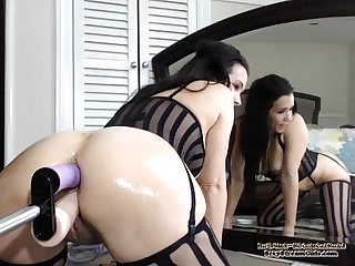 Amateur Webcam Brunette With A Machine - SexyStreamGirls.com